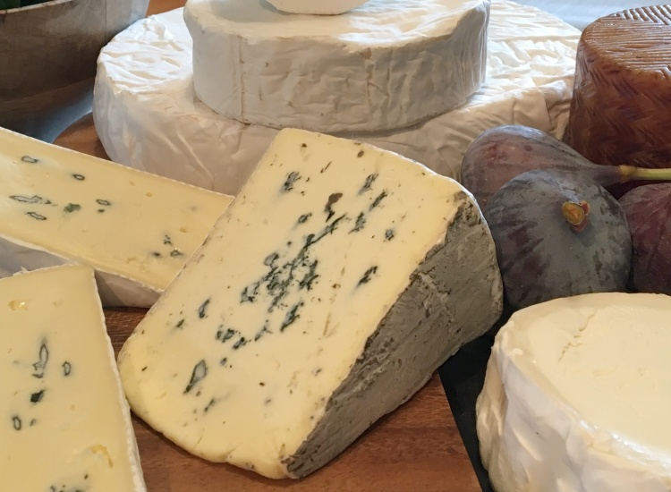 Continental cheeses: Cambozola, Montagnolo, Brie, Camembert, Goat Cheese and Manchego